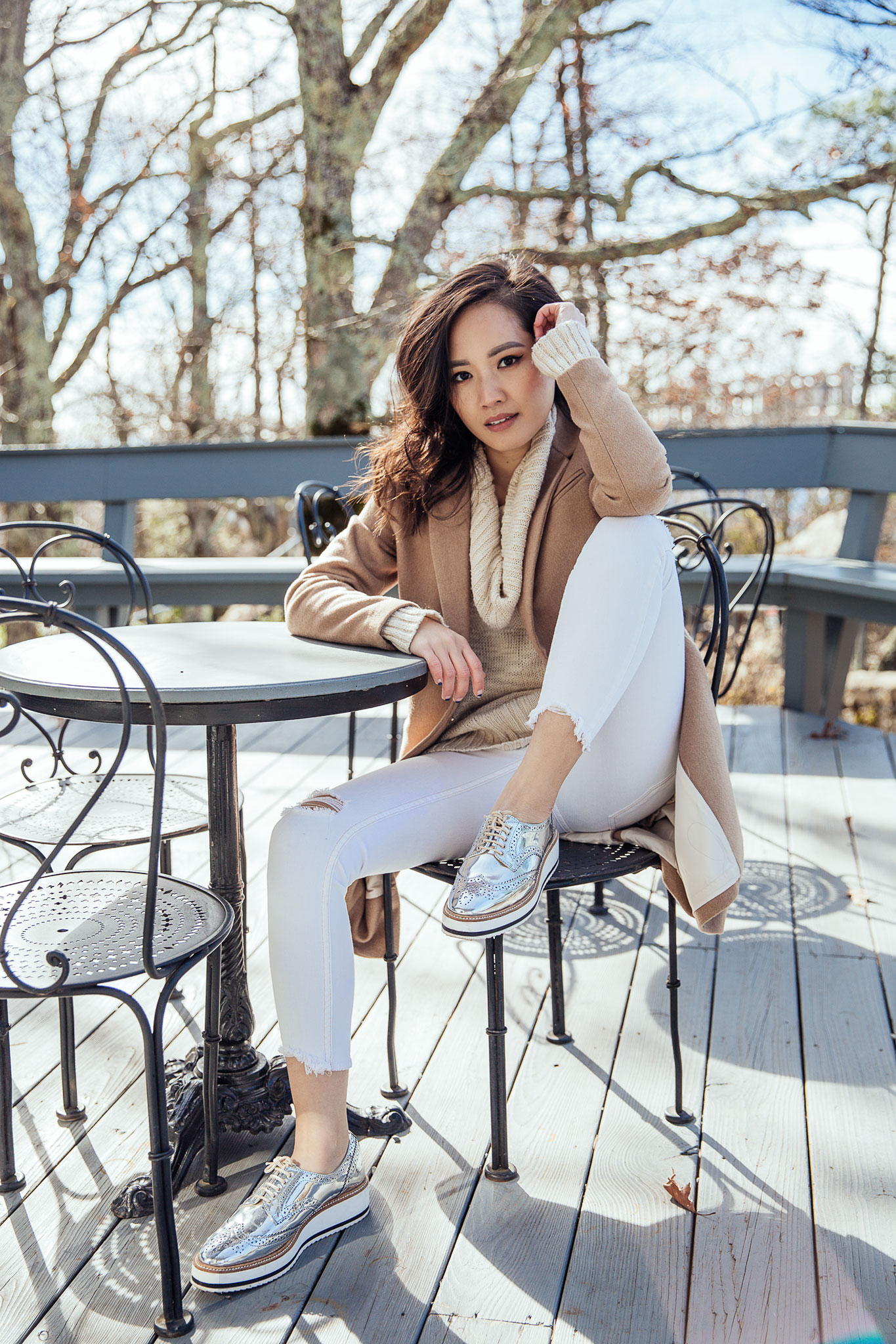 Fall Outfit - Camel Coat with White Jeans & Silver Oxfords   le-jolie.com
